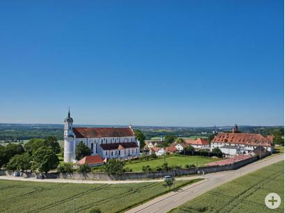 Blick auf das Kloster Oberelchingen.