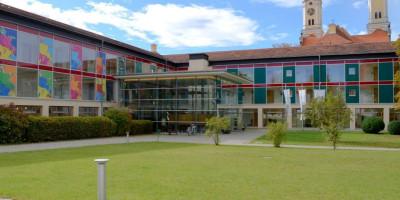 Gebäude des Bildungszentrums für Familie, Umwelt und Kultur in Roggenburg.